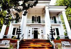 This house is actually right around the corner from my house...Riverwood Mansion.  Beautiful!