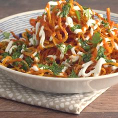 Sweet and savory meets spicy when you cover sweet potato curly fries in sriracha sauce and greek yogurt. Anything you can eats I can eat vegan Greek Recipes, Whole Food Recipes, Diet Recipes, Vegetarian Recipes, Cooking Recipes, Healthy Recipes, Zoodle Recipes, Spiralizer Recipes, Snacks