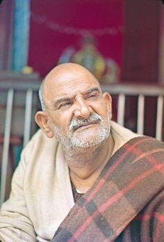 Photo 21 of Kainchi Color # 4 Neem Karoli Baba, Saints Of India, Ram Dass, Spiritual Images, Spiritual Teachers, Hindu Art, Sai Baba, Indian Gods, Hanuman