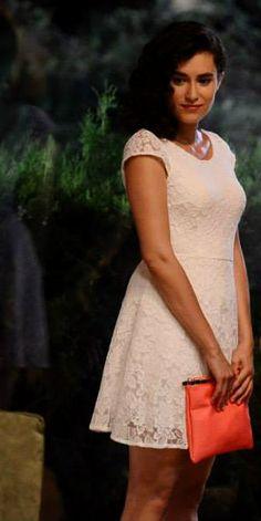 Hande Doğandemir in Güneşi Beklerken (Waiting For The Sun) TV Series. 2013/2014
