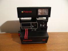Polaroid 645 Supercolor Flash intégré Vintage Photo Vintage, Vintage Photos, Polaroid, Brickwork, Polaroid Camera, Vintage Photography