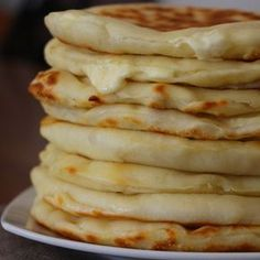 Les Cheese Naans ou pains indiens au fromage by sardinechocolat Read Cooking Chef, Cooking Time, Cooking Recipes, Freezer Cooking, Cooking Videos, Cooking Classes, Vegan Recipes, Tapas, Indian Cheese