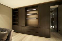 Maatwerk kast met leer inleg en LED verlichting. Decor, Home, Home Decor, Closet