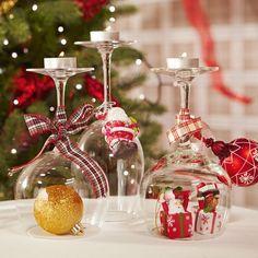weihnachtstischdeko-diy-ideen-glaeser-christbaumkugelweihnachtsfiguren