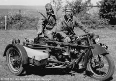 You are in the Army now, cool wheels, motorcycle, motorcykel, mc med sidevogn, soldiers, photo, black and white
