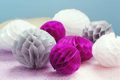 DIY : une guirlande de pompons alvéolés   Poulette Magique Diy Paper, Paper Crafts, Handmade Crafts, Diy Crafts, Papier Diy, Diy Party Decorations, Diy Craft Projects, Craft Ideas, Diy Tutorial