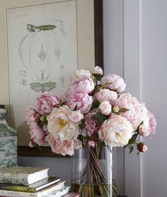 Beautiful flowers for happy weekend. #homedecor #interior #design #flowers #livingroom #peonies #fabfashionfix
