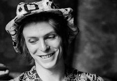 1972 - David Bowie 70s (photo by Michael Putland).