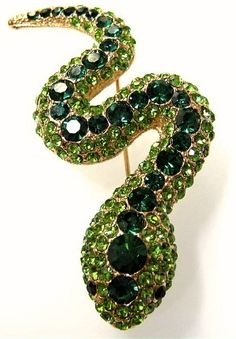Emerald & Green Sapphire Snake Brooch by jenniedrs Snake Jewelry, Gems Jewelry, Animal Jewelry, Jewelery, Green Sapphire, Emerald Green, Emerald City, Motif Serpent, Antique Jewelry
