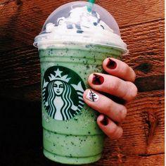 Starbucks Halloween Drinks, Starbucks Secret Menu Drinks, Starbucks Recipes, Bebidas Do Starbucks, Secret Menu Items, Fruit Drinks, Beverages, Yummy Drinks, Cold Drinks