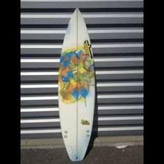 Model : UWL TROOPERS KJ 6'1x18.12x2.13  Shape : Différents bottom existent selon les riders, un full simple concave ou triple concave suivi d'un vee au tail...