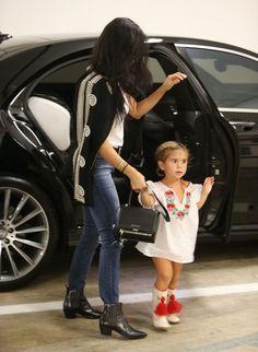 Kourtney Kardashian Photos - Kourtney Kardashian Out in Beverly Hills With Her Daughter - Zimbio