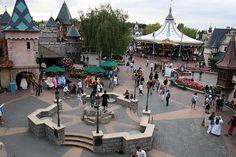 Consejos para comprar en Disneyland Paris. Cajeros automáticos y otras formas de pago, artículos para tu bebé y algunas ideas para hacer las mejores compras.