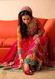 ideas wedding dresses pakistani color combos mehndi outfit for 2019 Latest Bridal Dresses, Bridal Mehndi Dresses, Pakistani Wedding Dresses, Pakistani Outfits, Bridal Outfits, Indian Dresses, Indian Outfits, Pakistani Mehndi, Bridal Lehenga