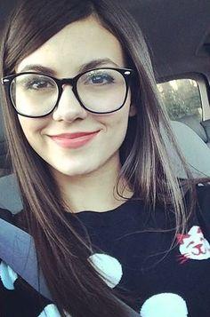 unbelievably pretty girl Tori