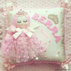 Creative Make A Pillow Or Cushion Ideas. Awe-Inspiring Make A Pillow Or Cushion Ideas. Cute Pillows, Baby Pillows, Throw Pillows, Sewing Crafts, Sewing Projects, Projects To Try, Felt Crafts, Diy And Crafts, Baby Mobile