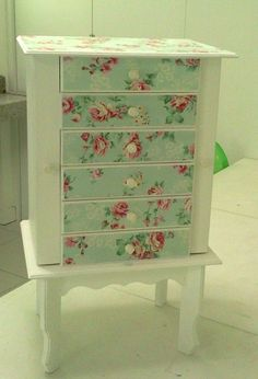 DECOUPAGE a thrifted jewelry cabinet to brighten it up. Decoupage Furniture, Repurposed Furniture, Furniture Projects, Furniture Making, Furniture Makeover, Painted Furniture, Diy Furniture, Decoupage Dresser, Jewelry Cabinet