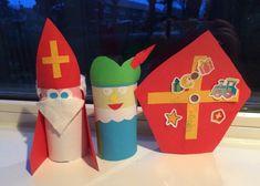 Stap voor stap Sint en piet wc rol knutsel • Juf Maike - leerkracht website en blog Paper Crafts For Kids, Diy Crafts, Drink Sleeves, Christmas Ornaments, Holiday Decor, Tips, Stage, Website, Google