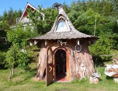 Noel Wotten of Sitka Studio has built a real-life hobbit house entirely from the stump of a single spruce tree #homecrux