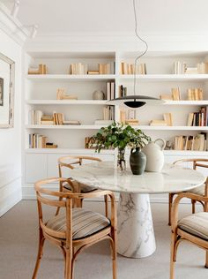 〚 Warm accents in design of pleasant bright apartment in Spain 〛 ◾ Photos ◾ Ideas ◾ Design #diningroom #warm #white #beige #natural #wood #interiordesign #Homedecor #Ideas #tips #Inspiration #cozy #Living #style #space #interior #decor #Home Kitchen Dining, Architecture Design, Bookcase, Shelves, Living Room, Interior Design, Table, Furniture, Interiors