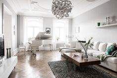 Lundin Fastighetsbyrå - 5:a Lorensberg/Heden  -  Elegant sekelskiftesvåning med stor veranda angränsande till frodig trädgård!