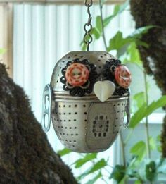 My little garden owl made with a recycled tea ball and pull tab wings! Garden Owl, Garden Whimsy, Garden Crafts, Owl Crafts, Crafts To Do, Arts And Crafts, Diy Projects To Try, Craft Projects, Found Object Art