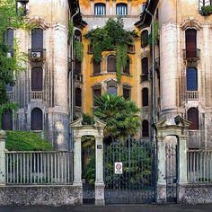 Buongiorno #Milano Eccoci in viale Maino Foto di Franco Brandazzi #milanodavedere Milano da Vedere