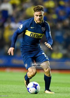 Nahitan Nandez of Boca Juniors drives the ball during a match between Boca Juniors and Arsenal as part of the Superliga at Alberto J. Armando Stadium on December 2017 in Buenos Aires, Argentina. Neymar, Messi, Arsenal, Perfect Legs, Football Pictures, Liam Payne, Beautiful Legs, Football Players, Athletic