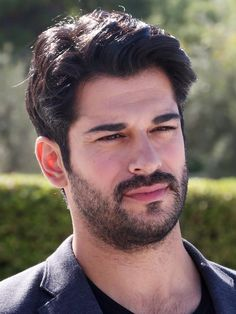 Handsome Actors, Handsome Boys, Beautiful People, Beautiful Pictures, Burak Ozcivit, Beautiful Rose Flowers, Cute Stars, Turkish Actors, Male Face