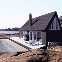 tahtoo saaristolaistalon Vaaleanpunainen hirsitalo is part of Prefab cottages - Prefab Cottages, White Exterior Houses, Sun House, Barn Living, House Siding, Loft, Tiny House Design, Wooden House, Planer