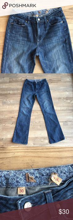 """Paige Premium Denim Skyline Bootcut Jeans 30 Pre-owned Paige Premium Denim Skyline Bootcut Jeans  Size 30 Medium Wash Designer women's jeans Five pocket style Zip & button closure Skyline Bootcut Style # 0430055-227 Color # WA227 Inseam 31"""" Rise 10"""" Waist Flat 15"""" Paige Jeans Jeans Boot Cut"""