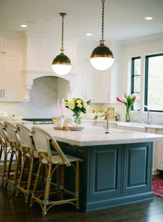 Cool kitchen: http://www.stylemepretty.com/living/2014/01/16/eclectic-chic-home-in-chicago/ | Photography: Yazy Jo - http://www.yazyjo.com/