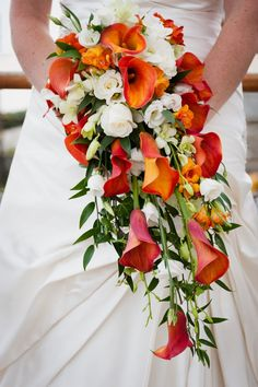 Google Image Result for http://rafflesiaweddingflowerscornwall.co.uk/images/natalieandscott/bride4.jpg