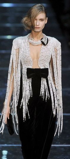 Armani Prive& Fringe Of Pearls . Armani Prive& Fringe Of Pearls Style Haute Couture, Couture Fashion, Runway Fashion, Womens Fashion, London Fashion, White Fashion, Love Fashion, Fashion Show, Vogue