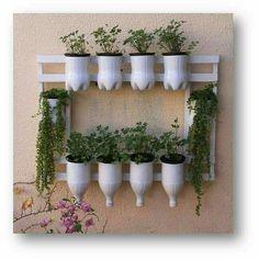 36 Handmade Recycled Bottle Ideas for Vertical Garden - DIY Garten Diy Home Crafts, Garden Crafts, Garden Projects, Garden Art, Garden Design, Decoration Plante, Design Jardin, House Plants Decor, Bottle Garden