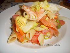 Massa com salmão fumado, camarão e abacate - http://gostinhos.com/massa-com-salmao-fumado-camarao-e-abacate/