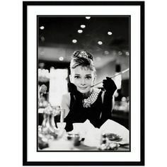 Audrey Hepburn Breakfast At Tiffany's Framed Wall Art (4.250 ARS) ❤ liked on Polyvore featuring home, home decor, wall art, art, backgrounds, wall decor, black, vertical wall art, audrey hepburn home decor and audrey hepburn framed wall art