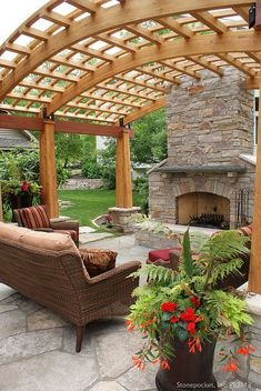 The pergola kits are the easiest and quickest way to build a garden pergola. There are lots of do it yourself pergola kits available to you so that anyone could easily put them together to construct a new structure at their backyard. Diy Pergola, Curved Pergola, Pergola Canopy, Pergola With Roof, Outdoor Pergola, Pergola Lighting, Cheap Pergola, Wooden Pergola, Covered Pergola