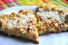 Vegan Mac n' Cheese Pizza....mmm this has to be the ultimate comfort food