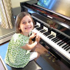 pianoanne: a first piano lesson, skills for the first lesson on the keys | pianoanne.blogspot.com