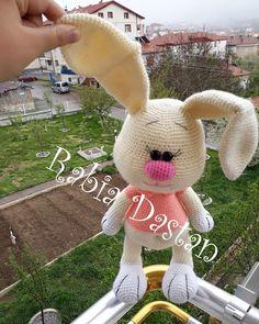 Leithygurumi: Amigurumi Tavşan Türkçe Tarif See other ideas and pictures from the category menu…. Crochet Birds, Easter Crochet, Crochet Bunny, Crochet Animals, Crochet Dolls, Free Crochet, Crochet Designs, Crochet Patterns, Hare Animal