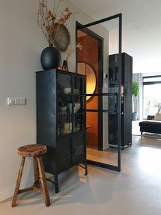 Met een stalen deur maak je een statement in huis | Huizedop Locker Storage, New Homes, Cabinet, Living Room, Interior Design, House Styles, Furniture, House Inspirations, Cosy