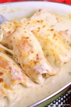 These creamy, delicious, and very yummy enchiladas are not only seriously good b. - - These creamy, delicious, and very yummy enchiladas are not only seriously good but are so simple and easy to make. Sour cream and green chiles make fo. Receitas Crockpot, White Chicken Enchiladas, White Sauce Enchiladas, Rotisserie Chicken Enchiladas, Healthy Chicken Enchiladas, Cheap Chicken Enchilada Recipe, Simple Cheese Enchilada Recipe, White Corn Tortillas Recipe, Recipes Using Flour Tortillas