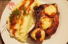 Представям ви вкусно предложение за свински котлети. Котлетът е пържола от гръбнака с част от реброто. Месото ще стане по-крехко, ако престои в маринатата, както е описано в рецептата и много по-ароматно, ако използвате пресни вместо сухи подправки (в този случай мащерка). Baked Potato, Mashed Potatoes, Chicken, Meat, Baking, Ethnic Recipes, Food, Whipped Potatoes, Smash Potatoes