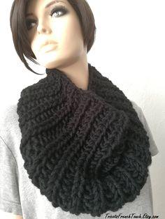 c222cad16b50 29,90 € Echarpe capuche en laine noire ou laine écru.Accessoire mode femme    adofille snood noir,col noir,col blanc,écharpe noire,écharpe tube laine