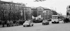 """1988.gada 22.oktobris. Protesta gājiens- """"Pret resoru patvaļu"""", cauri Rīgas centram uz Daugavas sporta stadionu. Bilde no mana arhīva. Iedomājos, ka šodien mēs ietu pa ielām ar prasību slēgt robežu iebraucējiem. Tas būtu nedaudz dīvaini, bet tas nekas , jo tagad sākas ķīniešu iebraucēja ēra."""
