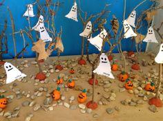 Nuestro otoñal bosque hoy se llenó de fantasmas de papel y calabazas de plastilina. E.I. Colegio Ntra. Sra. Santa María. Madrid.
