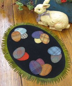 Penny Rug Patterns Kits and Supplies The Woolen Needle Penny Rug Patterns, Applique Quilt Patterns, Felt Applique, Embroidery Patterns, Print Patterns, Felted Wool Crafts, Felt Crafts, Wooly Bully, Wool Embroidery