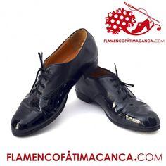 Modelo Chapin Antonio Modelo para hombre. Zapatos de carácter. A diferencia del Chapín Escudero, que es liso, el Chapín Antonio se compone de dos piezas. Aporta una estética diferente al baile de hombre. Este artículo se elabora a mano y su fabricación tarda 30 días