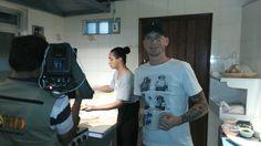 Na cozinha - #oalemãobarebistro #bardedardos #barsãoroque O chef Joachim kern concede entrevista ao programa Acesso, do SBT de Sorocaba.
